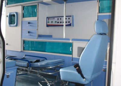 Ambulância UTI lateral - Tecform Transformação Veicular